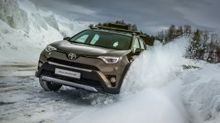 00002-rav4-adventure-winter 1600x900 tcm-3020-1264692