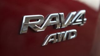 rav4-close-up-003 1600x900 tcm-3020-1268067